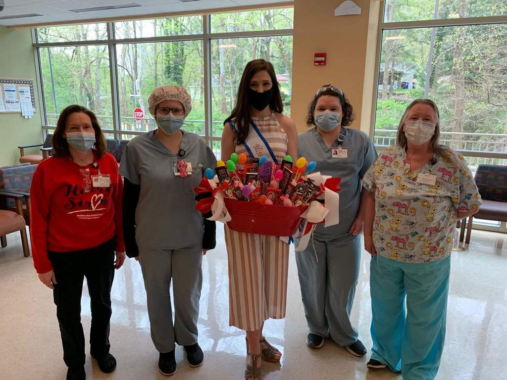 Jenna with Drs. and Nurses 2020